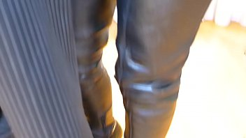 steaming crotchless leather cougar in shoes flashes gash.